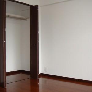 2F・洋室クローゼット(12.5畳)